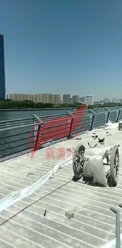 20190609150317 太原市景观河道栏杆施工完成