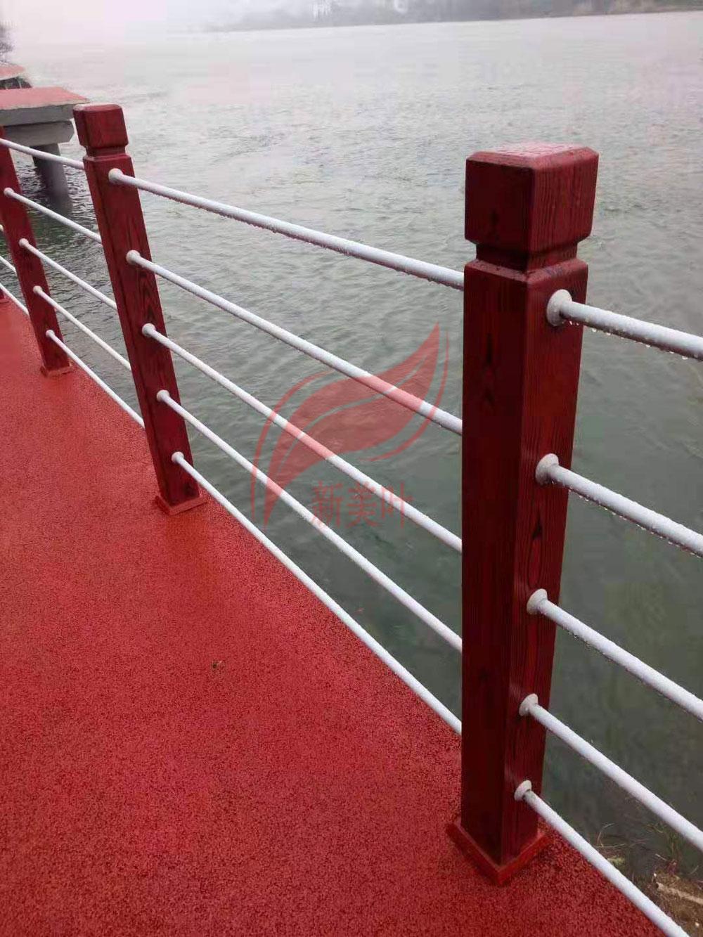 20190819082093049304 江苏苏州仿木河道护栏施工完成